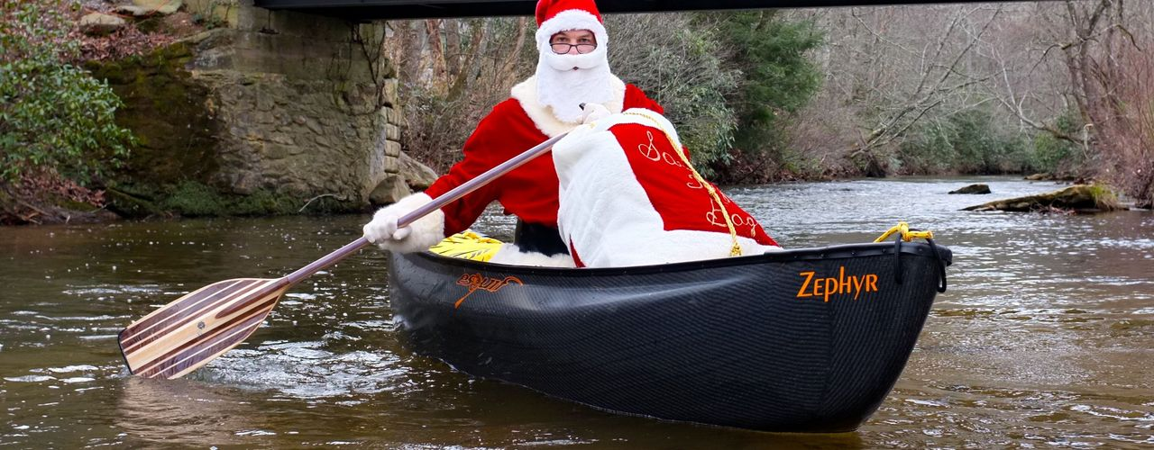 Santa-on-the-green-river-220140408-29229-gb89ko-0