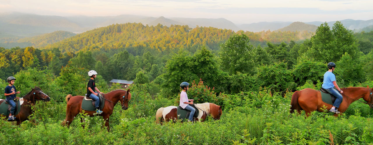 Horseback-riding-at-camp
