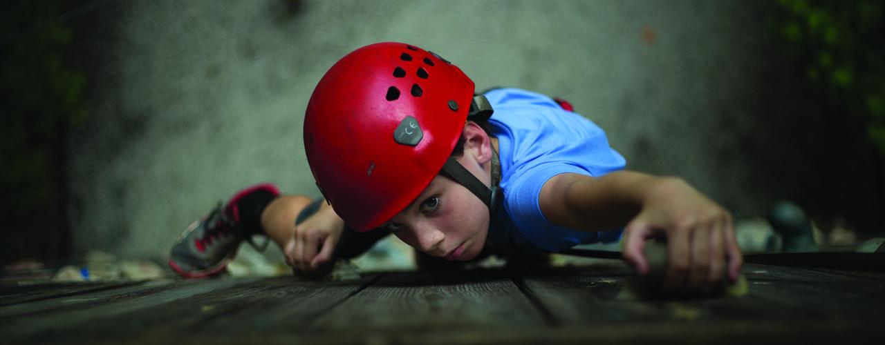 Climbing-wall-camper